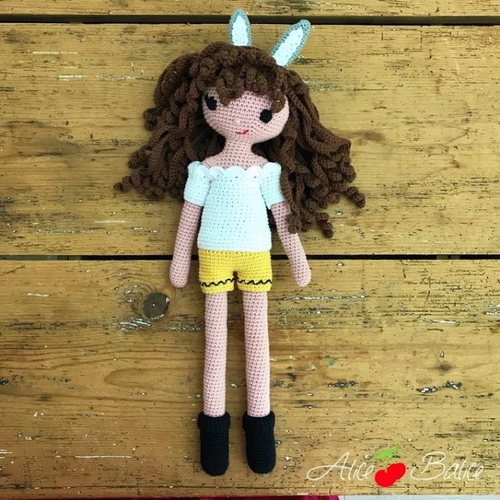 alice balice | poupée en crochet | doll | amigurumi | tutoriel | tutorial | tenue bunny | oreilles de lapin | t-shirt | chemisier | short | bottes