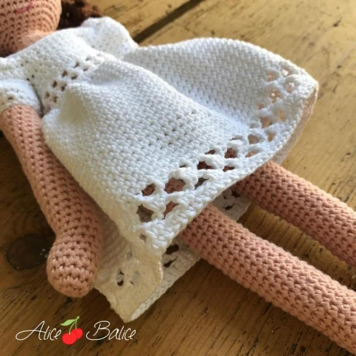 alice balice | poupée en crochet | doll | amigurumi | tutoriel | tutorial | tenue Romance | robe dentellée | dentelle | communion | ballerines | chaussures