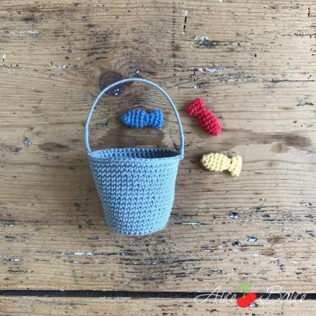 alice balice | poupée en crochet | doll | amigurumi | tutoriel | tutorial | marin | pêcheur | mer | poisson | pêche aux moules | seau | pêche