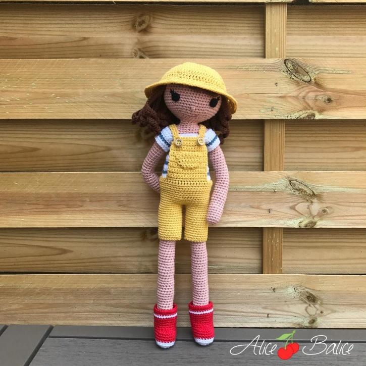 alice balice | poupée en crochet | doll | amigurumi | tutoriel | tutorial | tenue Hisse et Ho | marin | pêcheur | mer | poisson | marinière | salopette jaune | pêche aux moules | chapeau | ciré | bottes de pluie